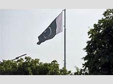 Army Chief hoists flag on Wagah border