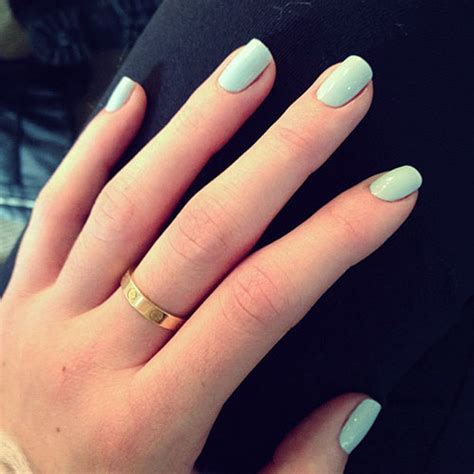kylie jenner mint green nails steal  style