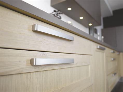 bouton porte cuisine comment choisir ses poignées de portes de cuisine cuisinella