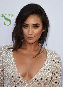 Shay Mitchell – 'Mother's Day' World Premiere in Los ...