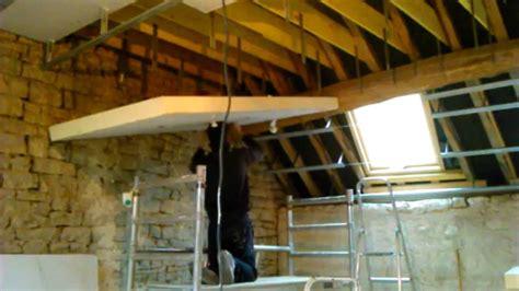 plaque isolation thermique plafond mettre plaque knauf seul au plafond