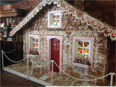 largest giant christmas gingerbread house