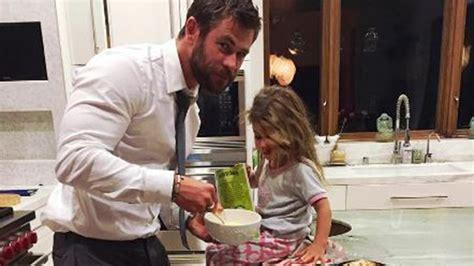 Chris Hemsworth Bakes Adorable Dinosaur Cake For Daughter