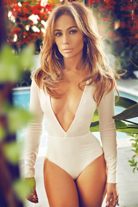 foto de Jennifer Lopez Stars in Complex Defends Being& A Mom