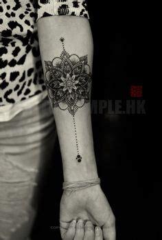 tatouage interieur bras femme tatouage mandala sur l avant bras tribal