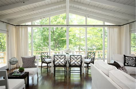 A Light Filled Lake House In