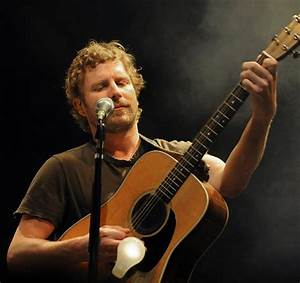 Dierks Bentley reconnects with roots music scene The