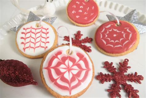 pictures of decorated christmas cookies using royal icing cookie decorating how to use royal icing chatelaine