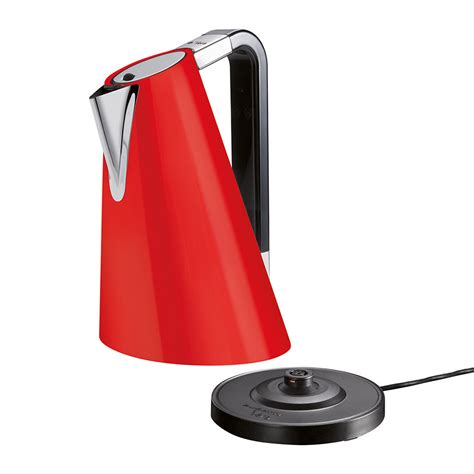 The volume combines cone and ellipse, giving dynamism and personality. Buy Casa Bugatti Easy Vera Kettle - Red | AMARA