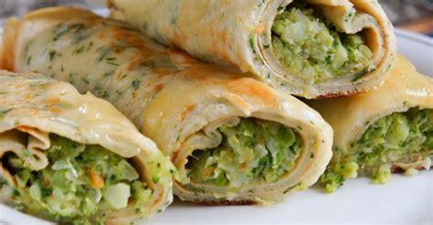 cuisiner le brocolis frais recette de crêpes de quinoa sans gluten persillées fourrées au brocoli et fromage frais