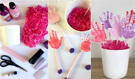 idee deco fete des meres deco de fete idee cadeau fete des grand mere bouquet empreintes mains enfant confettis papier