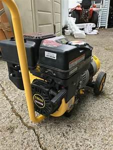 Champion 2900  2400 Watt Portable Generator Near New