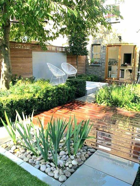 20+ Extraordinary Long Narrow Backyard Ideas