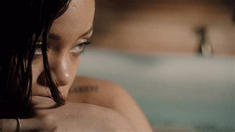 Rihanna Baignoire by 10 Cosas Que Callan Las Chicas Que Han Perdido A Su Padre