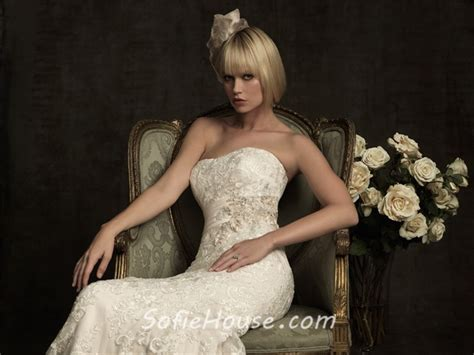 Mermaid Strapless Scoop Neck Ivory Lace Wedding Dress With