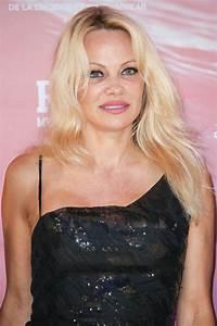 Pamela Anderson - Rock My Swim Show in Paris 07/08/2017