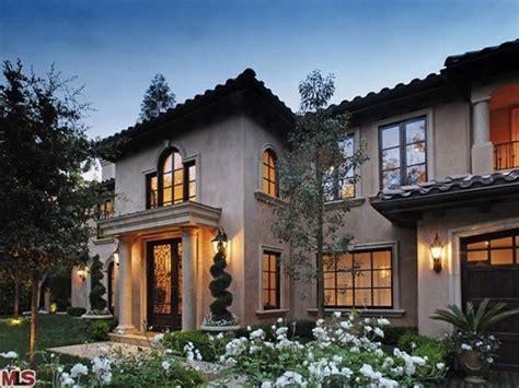 kim kardashian quietly sells  beverly hills home