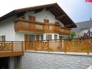 balkone aus holz holzbalkone im zeitlos modernen und ländlich traditionellen stil