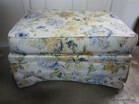 ottoman with matching pillows broyhill chair and a half w ottoman matching pillows