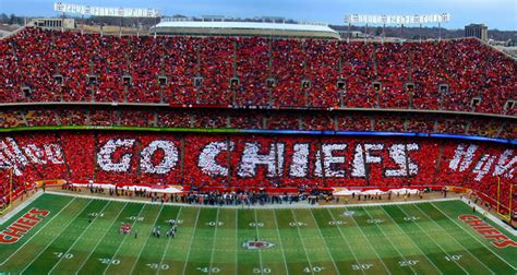 Kansas City Chiefs Card Stunt – Presented by Hy-Vee ...
