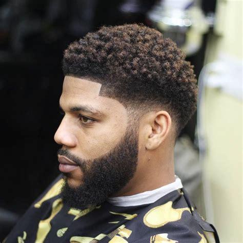 45 Gaya Rambut Keriting Terbaik untuk Pria | lulus