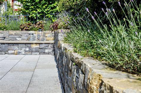Günstige Zaun Alternative by Familiengarten Mit Natursteinmauern F 252 R Einfamilienhaus