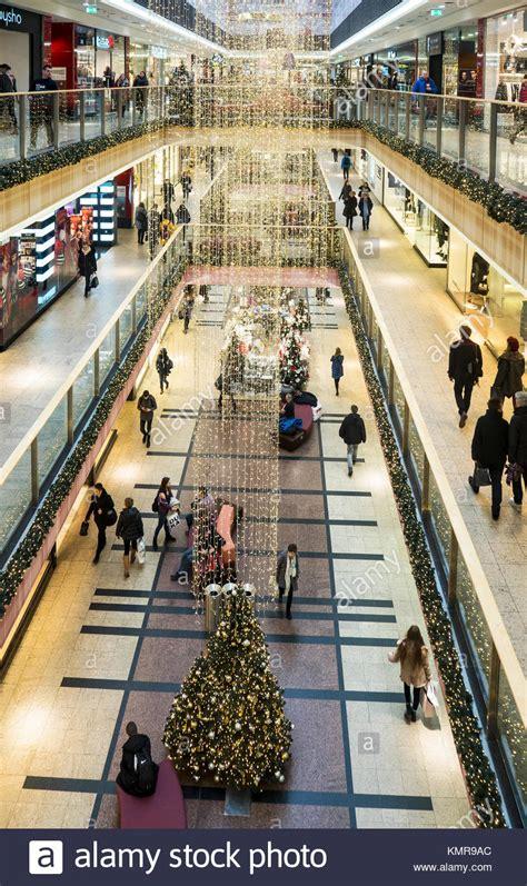 einkaufen in polen 2017 shopping mall in poland stockfotos shopping mall in