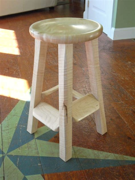 barefoot guitar stool