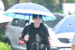 exo umbrella sm and 7 eleven collaborate to sell exo umbrellas koreaboo