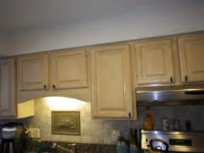 Kitchen Soffit Color Ideas by Kitchen Soffit Decor Ideas