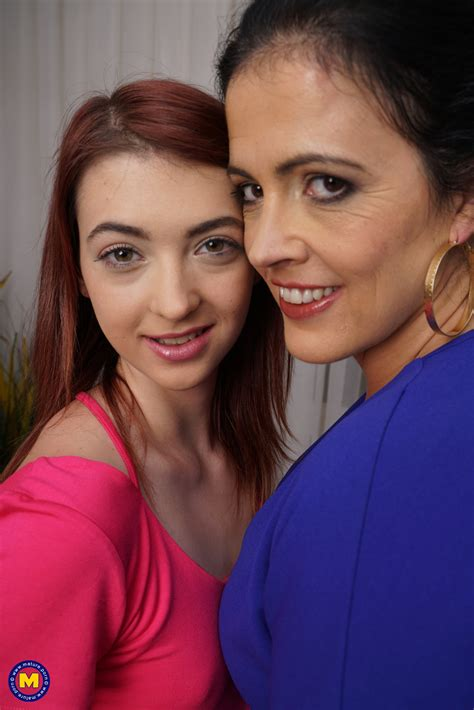 Sexy Mom Brunette Teaches Tiny Daughter Some Lesbian Things