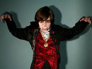 Halloween Kostüm Vampir : vampire halloween makeup for kids tutorial hgtv ~ Lizthompson.info Haus und Dekorationen