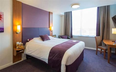 premier inn hotels  central london  compared  located