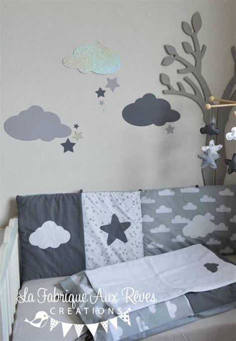 chambre bebe garcon stickers nuages étoiles gris foncé argent gris clair décoration chambre bébé fille garçon