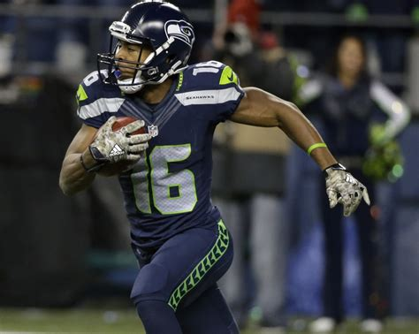 tyler lockett carted  seahawks trail    halftime