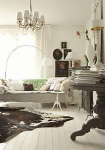 cow hide rug townhome decor pinterest cow hide cow With tapis peau de vache avec canapé domus