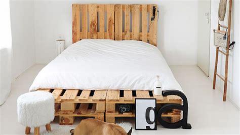 déco coussin canapé diy fabriquer un lit en palette de bois cuboak