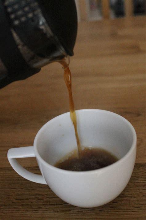 Bom dia.bom café, bom trabalho, boas decisões e boas atitudes em boas companhias. ♥️Coffee Love!!!♥️☕️Love that you can now play gifs on pinterest. Coffee anyone? in 2020 | Sweet ...
