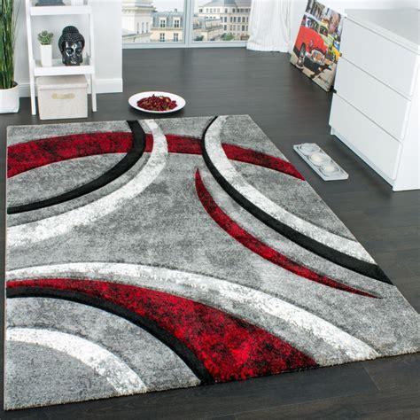 tapis rouge blanc noir design idees de decoration