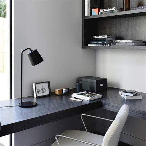 plan bureau de travail bureau avec un plan de travail noir