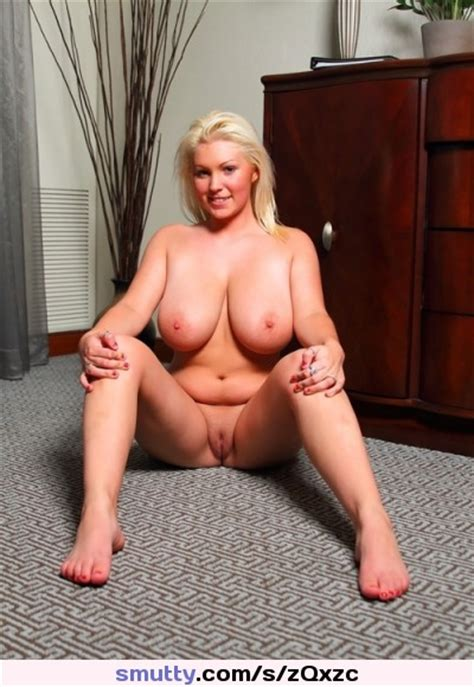 Sexy Naked Milf Blonde Bigtits Shavedpussy Curvy Busty