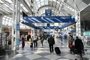 Travelers at Chicago's O'Hare International Airport ...