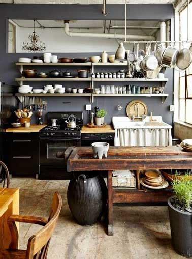 rangement inox cuisine aligner des étagères inox pour faire un rangement de cuisine