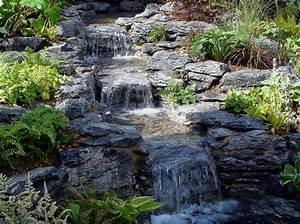 Kleinen Teich Anlegen : bachlauf im garten teich mit bachlaufanlage bauen ~ Michelbontemps.com Haus und Dekorationen