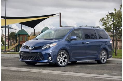 Minivans With Awd by Awd Minivan What Are My Options U S News World Report
