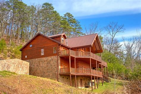 smoky cabin rentals above the smokies dollywood area cabin with amazing view