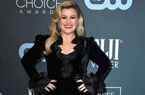 Kelly Clarkson Wins Best Entertainment Talk Show Host at ...