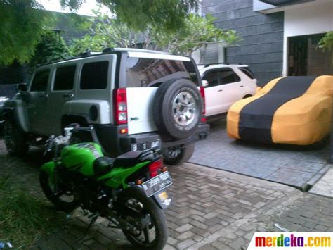 foto rumah raffi ahmad bersama koleksi mobilnya merdekacom