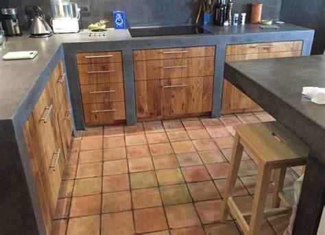 cuisine bois et fer façade réalisées en vieux chêne finition naturelle