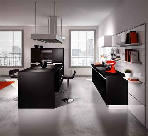 sur la cuisine cuisine ouverte sur le salon pratique et conviviale